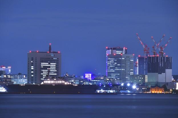 大黒埠頭から見る大さん橋停泊中の護衛艦いずも 20180601