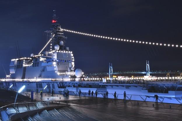 大さん橋 護衛艦いずもと横浜ベイブリッジ 20180601