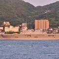 下関市側から見る門司港風景 スーパーヨットAと貨物船 20180602