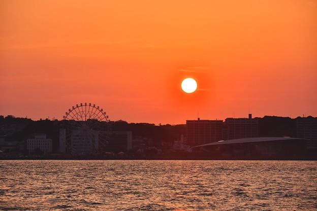 門司港へ戻る時に下関へ落ちる夕陽。。20180602