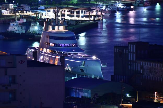 Photos: 夜景の門司港 怪しく光るスーパーヨットA。。めかり公園 20180602