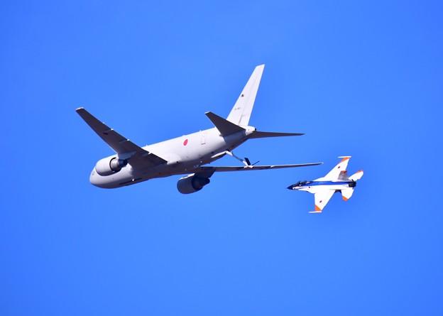 撮って出し。。KC767とF2の空中給油デモ 11月18日