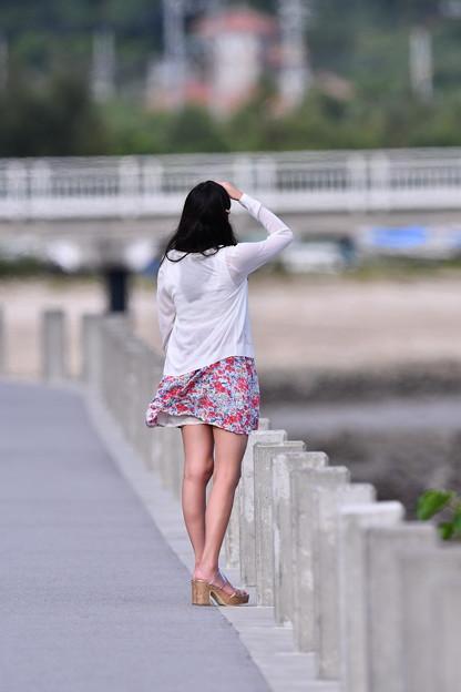 那覇 瀬長島の風景。。彼女は航空機見上げて 20180617