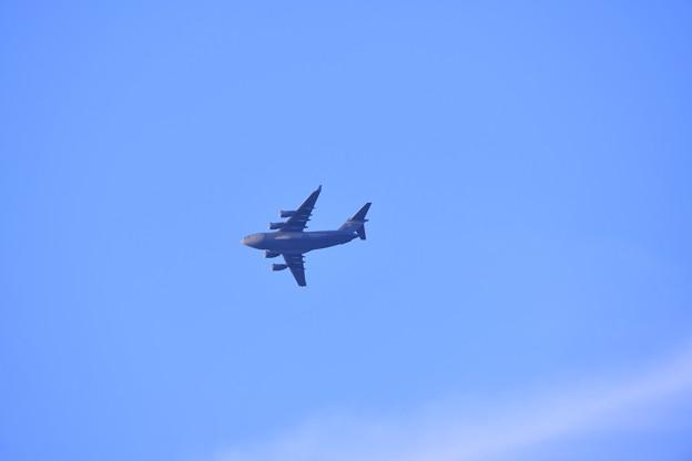 夕暮れの瀬長島から米空軍機C-17グローブマスター 上空旋回 20180617