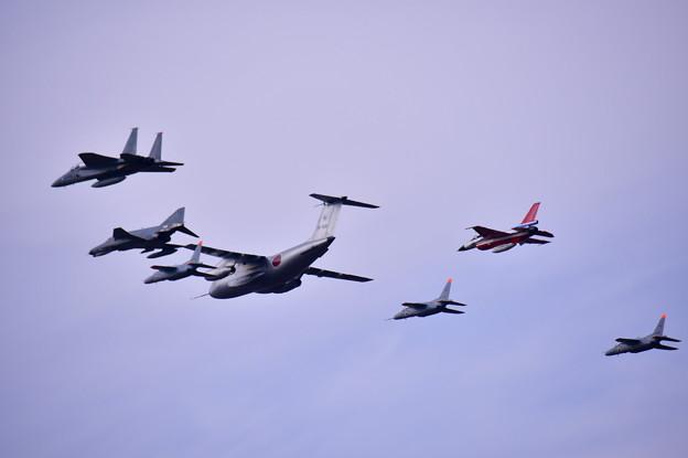 撮って出し。。岐阜基地航空祭名物異種大編隊飛行 11月18日