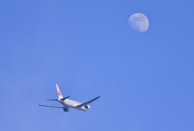 夕方の浮島 羽田空港から上がった航空機とお月様 20180624
