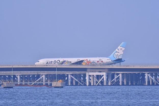 夕方の浮島 羽田空港からエアカナダのB777-300ER 20180624