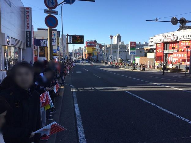 撮って出し。。新年撮りはじめは箱根駅伝往路 鶴見中継所付近 1月2日