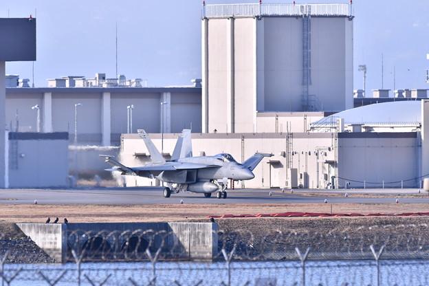 撮って出し。。岩国基地へ移動して一年の厚木の艦載機 1月14日