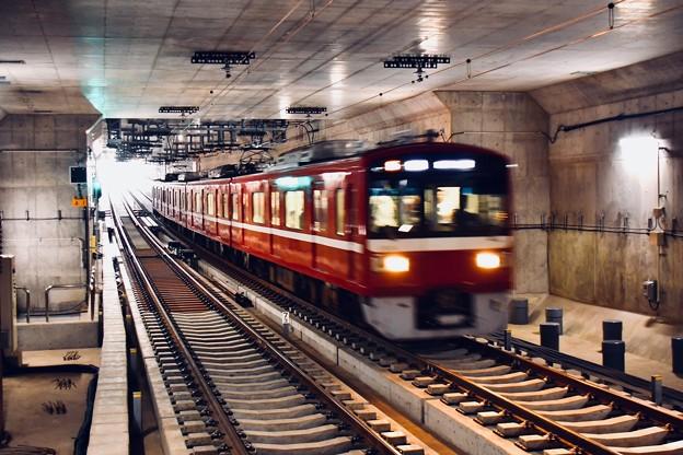 撮って出し。。地下駅の産業道路駅へ京急大師線1500系 20190309