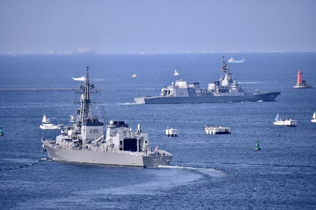 撮って出し。。2隻の護衛艦てるづきとおおなみ 横須賀基地から出港して 20190420