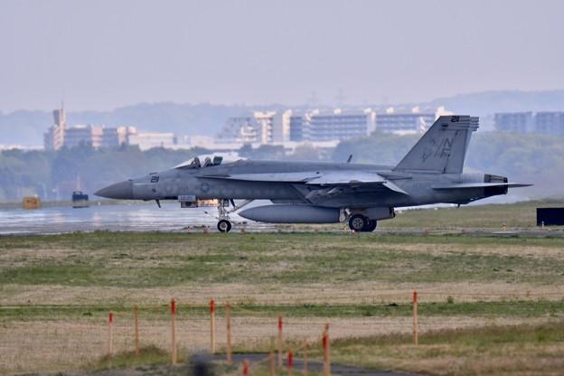 ある日の横田基地 VFA-27ロイヤルメイス スーパーホーネット帰投(1)