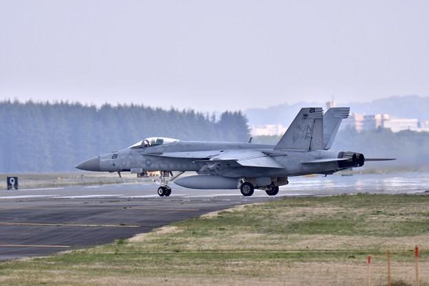 ある日の横田基地 VFA-27ロイヤルメイス スーパーホーネット帰投(2)