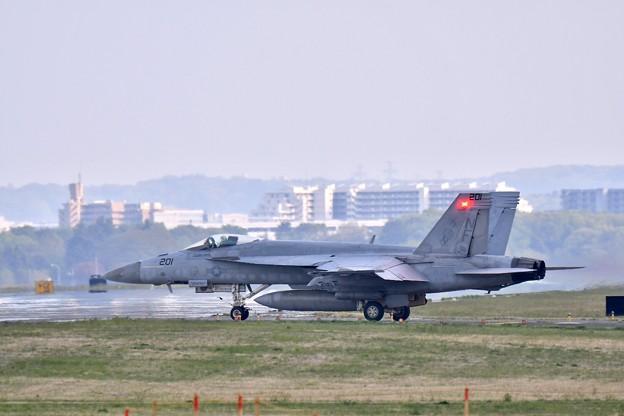 ある日の横田基地 VFA-27ロイヤルメイス スーパーホーネット帰投(4)