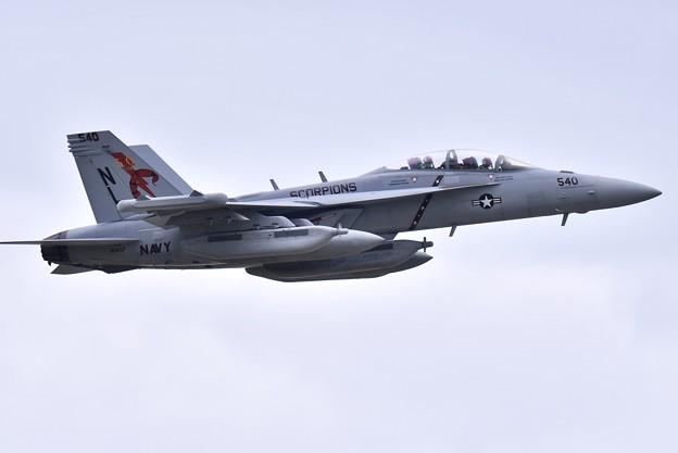 撮って出し 厚木基地 韓国へ向かうVAQ-132スコーピオンズ50周年記念塗装機 (1) 20190429