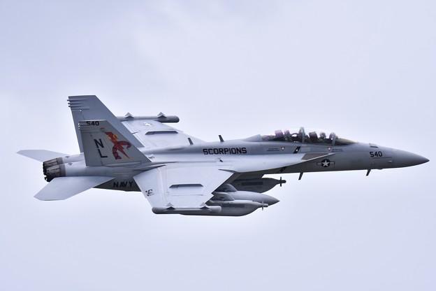 撮って出し 厚木基地 韓国へ向かうVAQ-132スコーピオンズ50周年記念塗装機 (2) 20190429