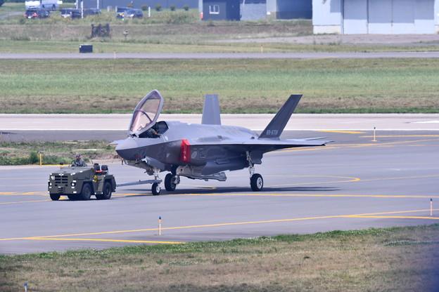9月の撮って出し。。三沢基地航空祭の準備で空自F35を移動 20190908 (2)