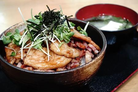 豚ベーコン丼(道の駅・きなはい屋しろかわ【愛媛】)