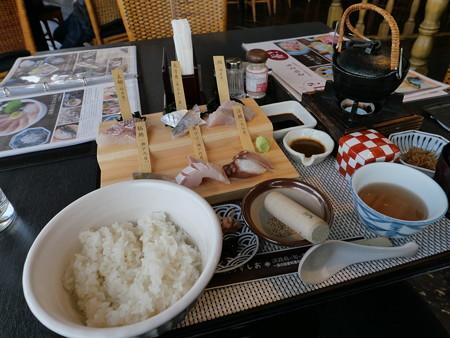 白い海鮮丼(道の駅・うずしお【兵庫】)・1