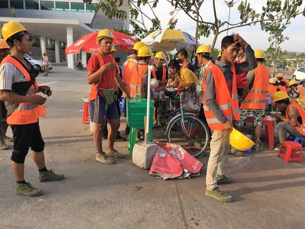 YANGONG AIRPORTの人々 (4)