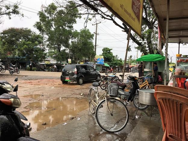 大雨の後の道路 (2)
