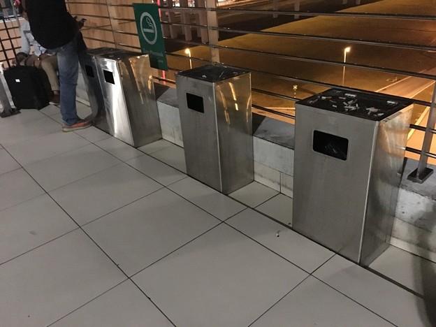 クアラルンプール空港の喫煙場所 (2)