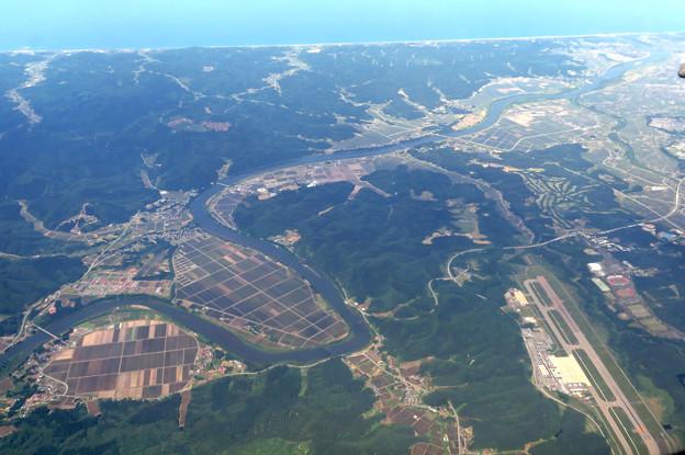 雄物川、秋田空港上空