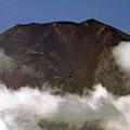 写真: 夏富士の山肌