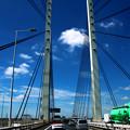 吊り橋と夏空