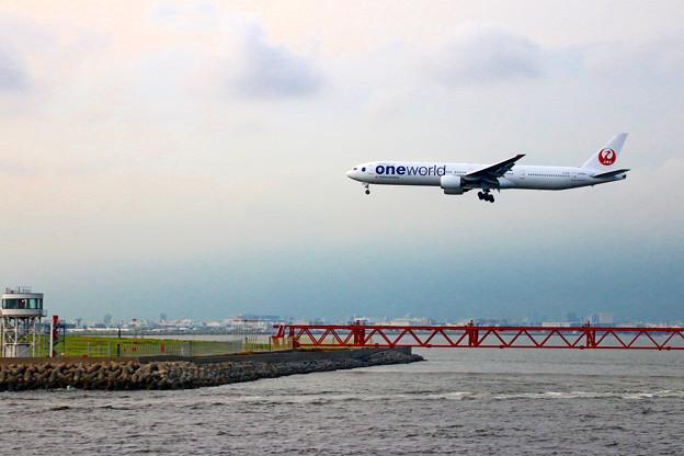 東京湾から見る着陸風景