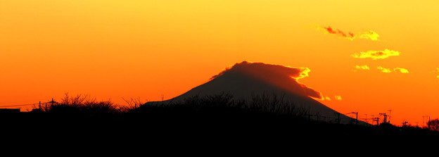 Photos: 夕暮れ富士山(2枚合成)