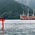 Photos: 九頭竜神社鳥居と海賊船