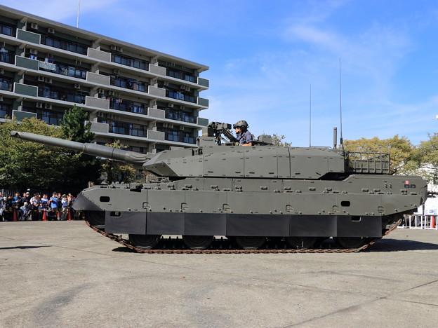 20191026陸上装備研究所-1__10式戦車 (2)
