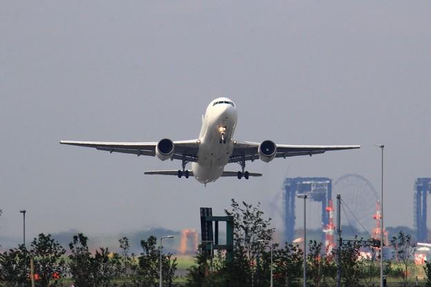 Photos: RJTT R/W22からの離陸機