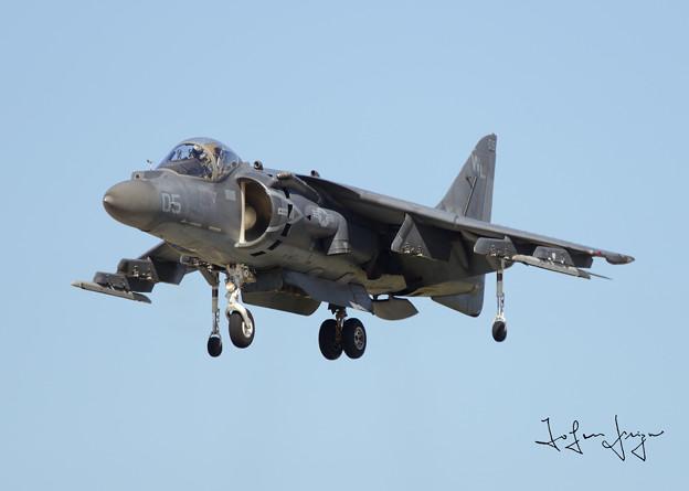 写真: AV-8BVTOL下り