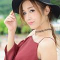 益田アンナ肩出し微笑