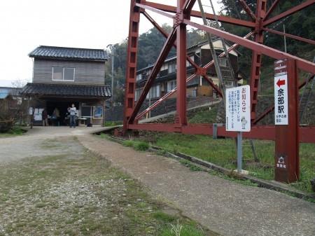 左に見える小屋では写真の販売をしてたり記念スタンプが置いてあったりした