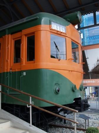 湘南電車の元祖はこの80系、昔は東海道線などでよく見られた
