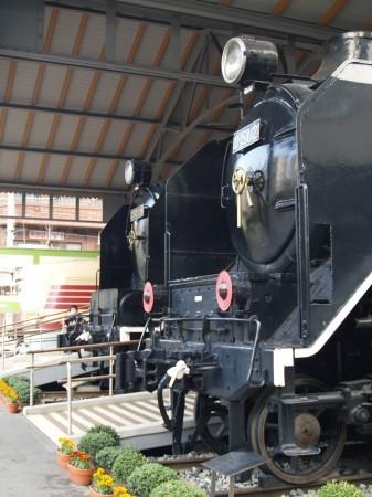 列車を横から見ると雄大さというのがわかるような気がする