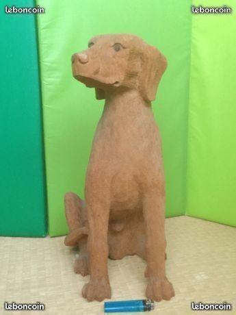 Photos: 大きめの木彫りの犬の置物 60ユーロ