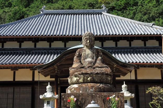 写真: 山から下りた石仏