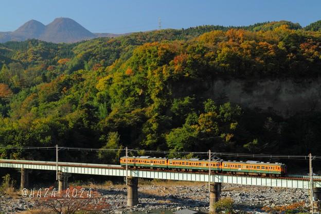 鉄橋を渡る「かぼちゃ電車」