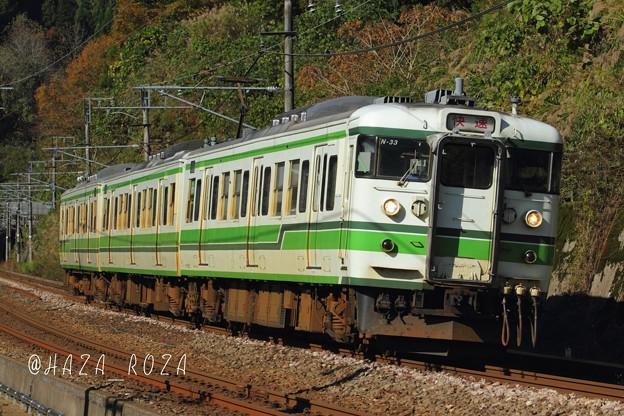 塚山峠を越える115系快速列車