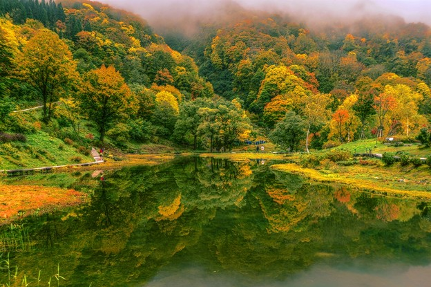 鏡面の秋景 ~湯沢高原 アルプの里~