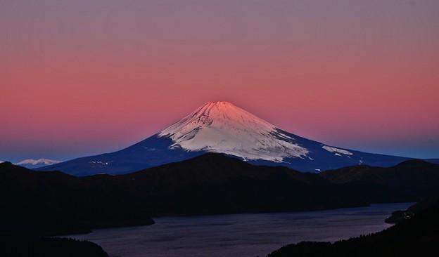 Photos: 朝日の当たる山 ~2020新春~