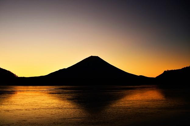 ブルーアワー ~精進湖の朝~