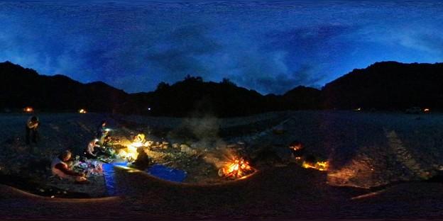 Photos: 【360カメラ】キャンプ飯タイム
