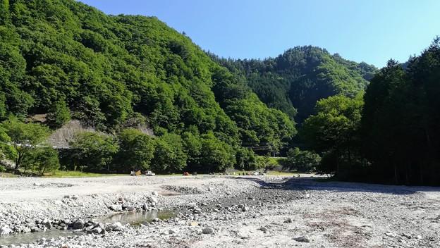 下流から河原を一望