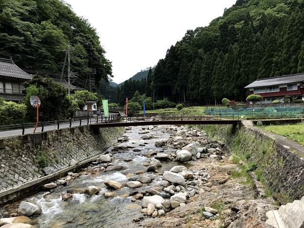 岩屋堂神社橋から吉川上流を眺める