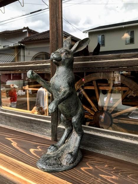 ウサギの銅像